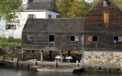 Fourth grade students go to Philipsburg Manor to learn about life in 1700s