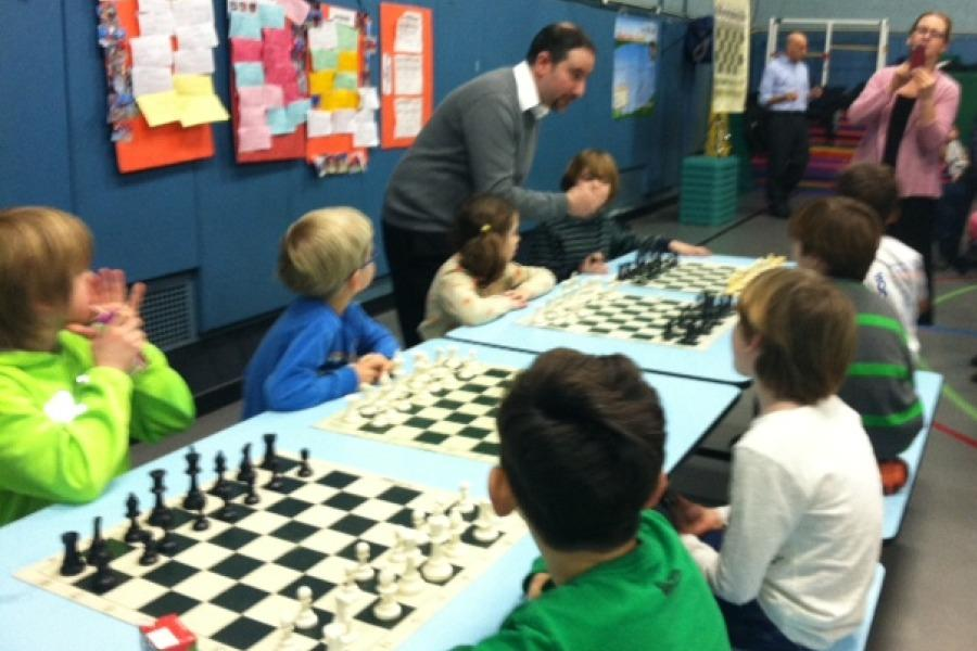 Mr.+Ellenbogen+plays+several+Colonial+students+at++once.