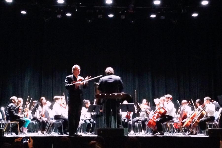 Violinist Mark O' Conner preformed with Westchester elementary students as Dr. Jesse Henkensiefken conducted.