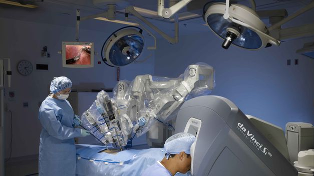 Should+We+Use+Robots+for+Surgery+Instead+of+Doctors%3F